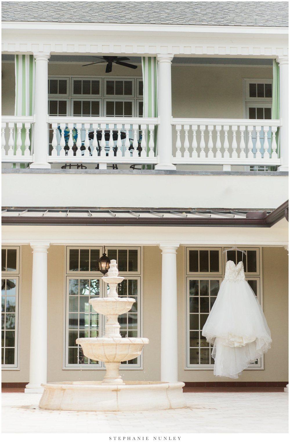 gold-and-white-arkansas-wedding-photos-008