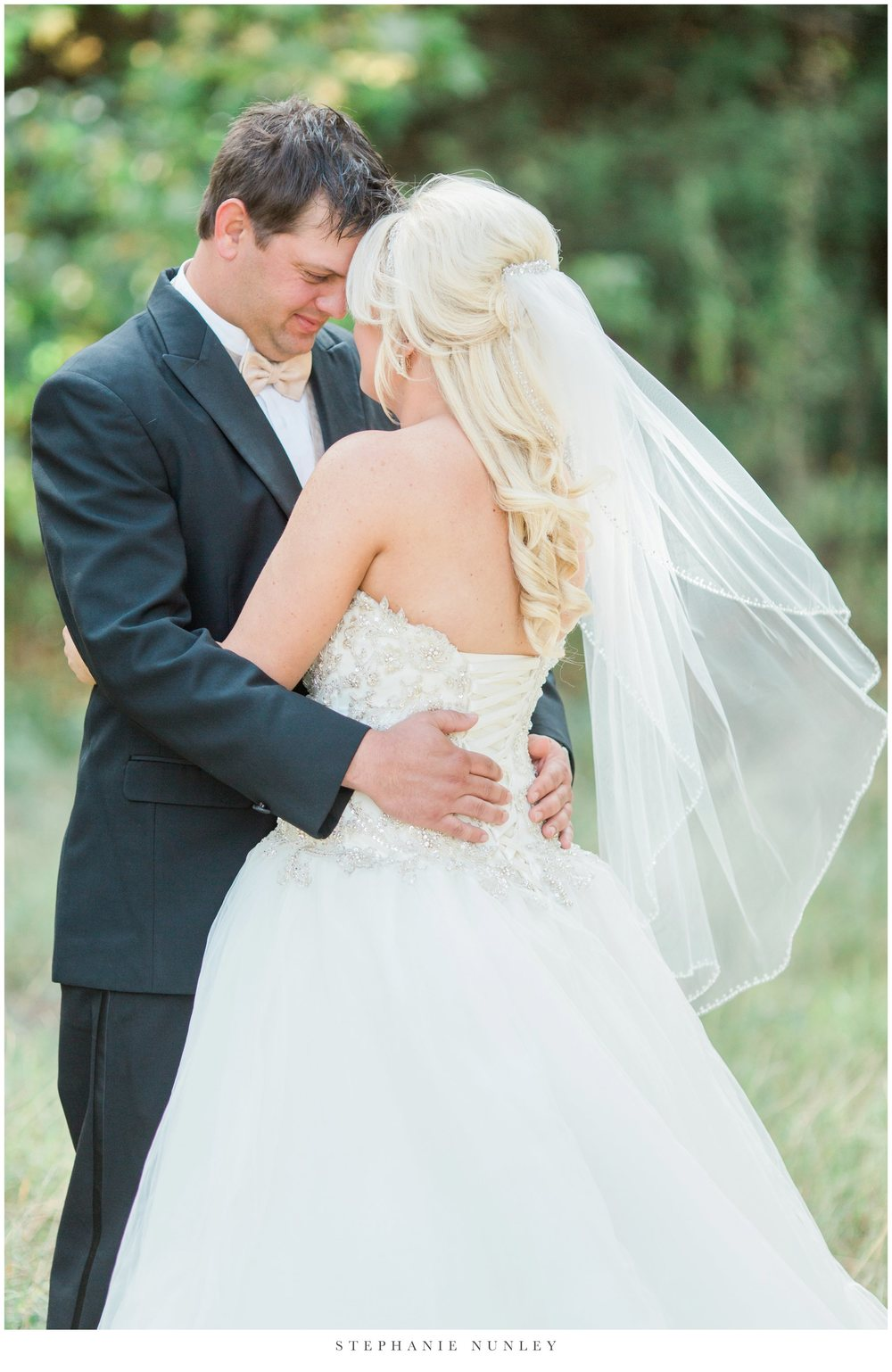 gold-and-white-arkansas-wedding-photos-013