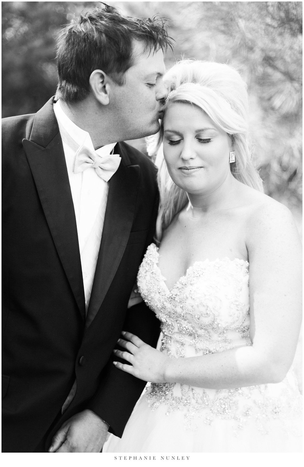gold-and-white-arkansas-wedding-photos-016