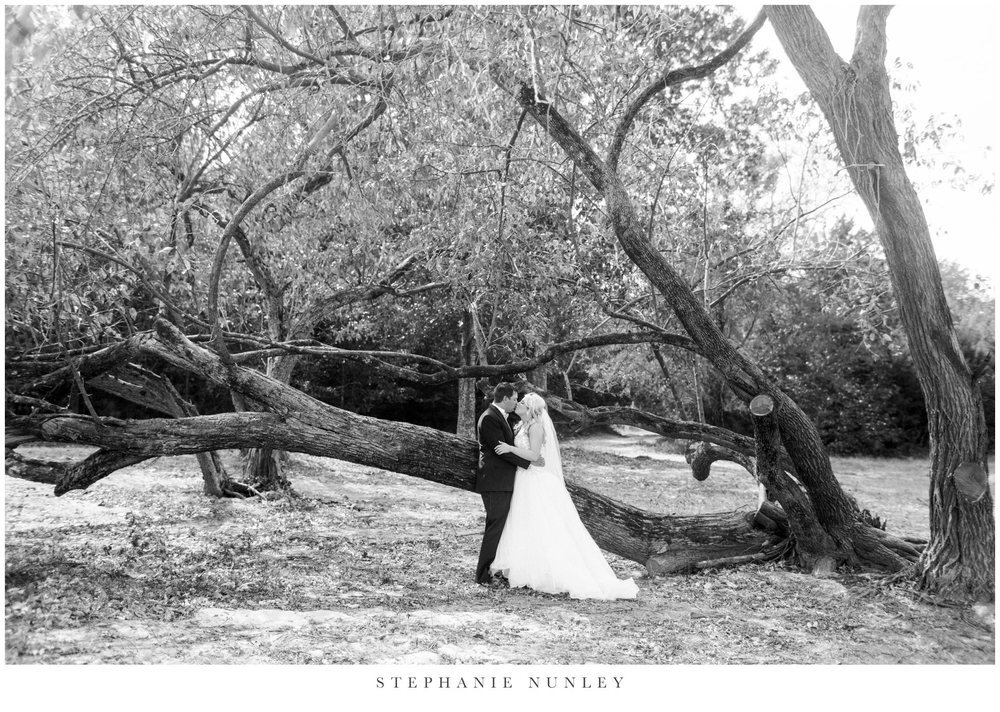 gold-and-white-arkansas-wedding-photos-017