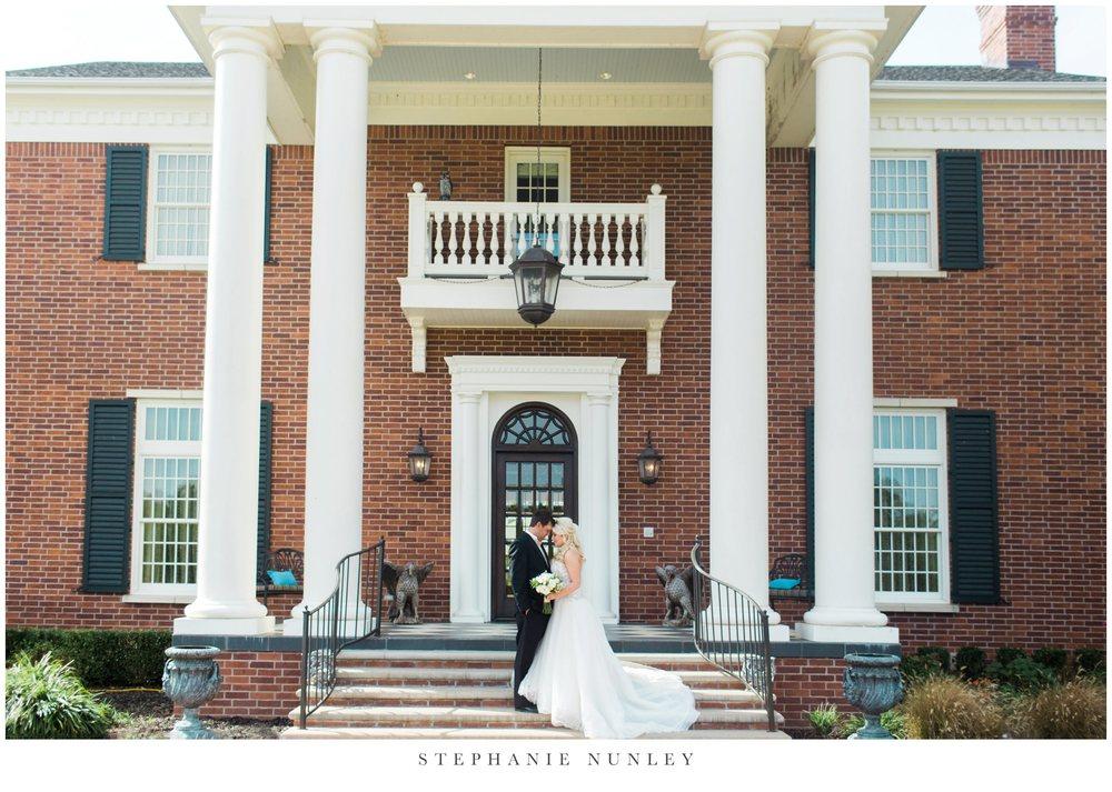 gold-and-white-arkansas-wedding-photos-020