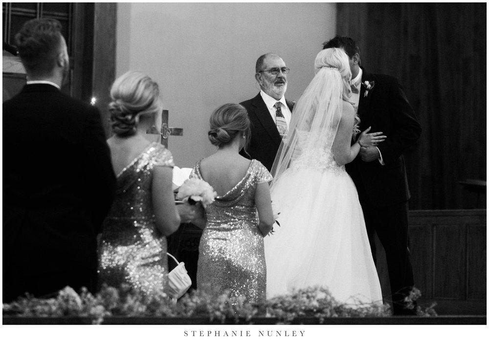 gold-and-white-arkansas-wedding-photos-026