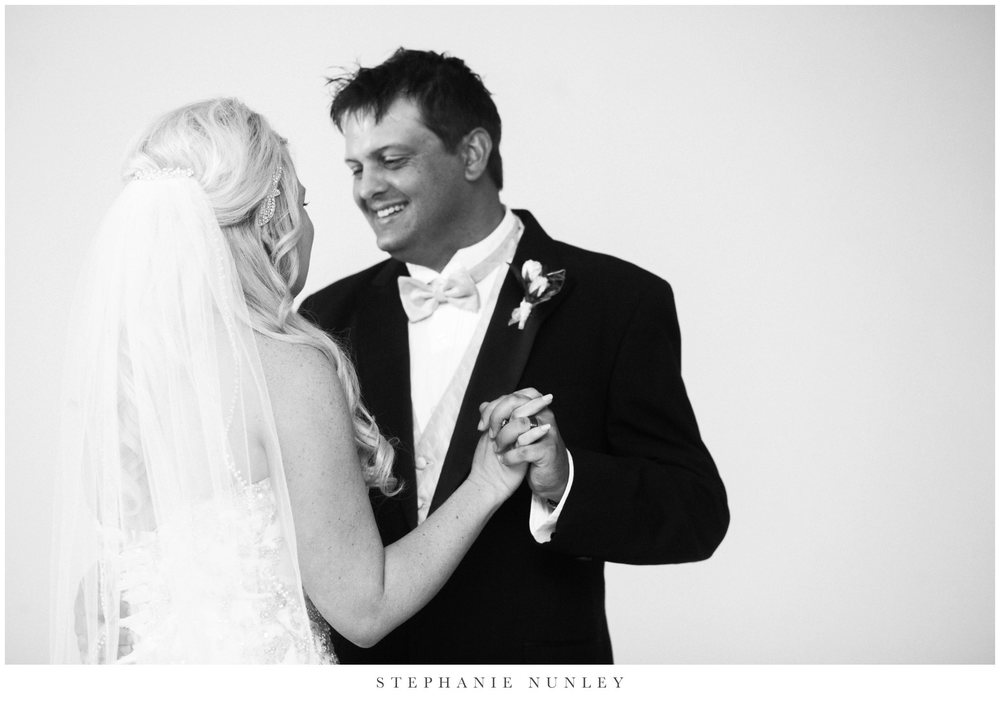 gold-and-white-arkansas-wedding-photos-034