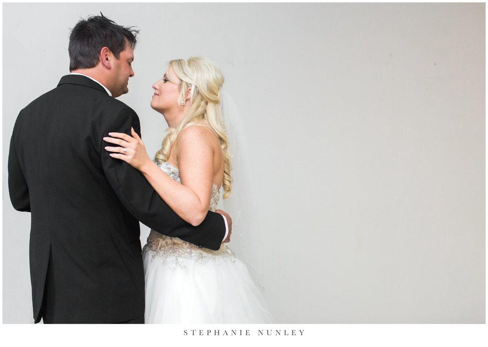gold-and-white-arkansas-wedding-photos-035