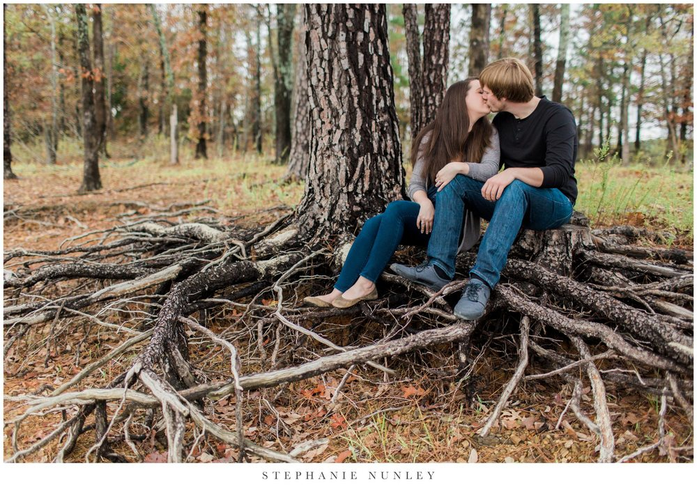 romantic-arkansas-lakeside-engagement-photos-0006.jpg