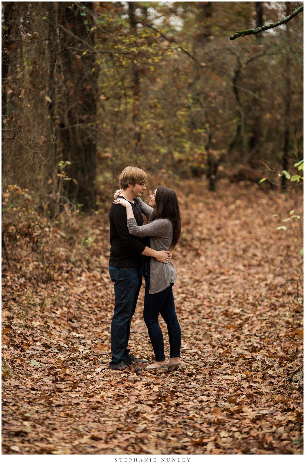 romantic-arkansas-lakeside-engagement-photos-0007.jpg