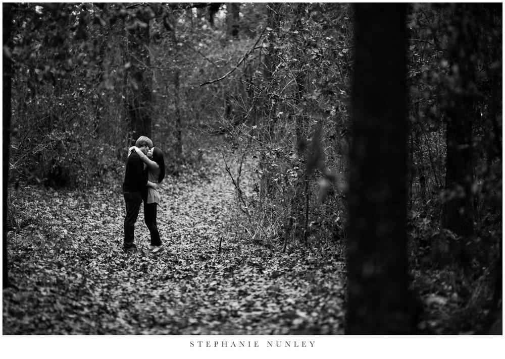 romantic-arkansas-lakeside-engagement-photos-0010.jpg