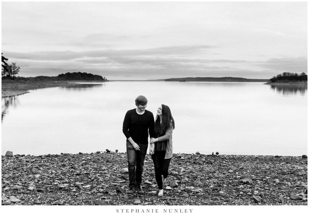 romantic-arkansas-lakeside-engagement-photos-0018.jpg