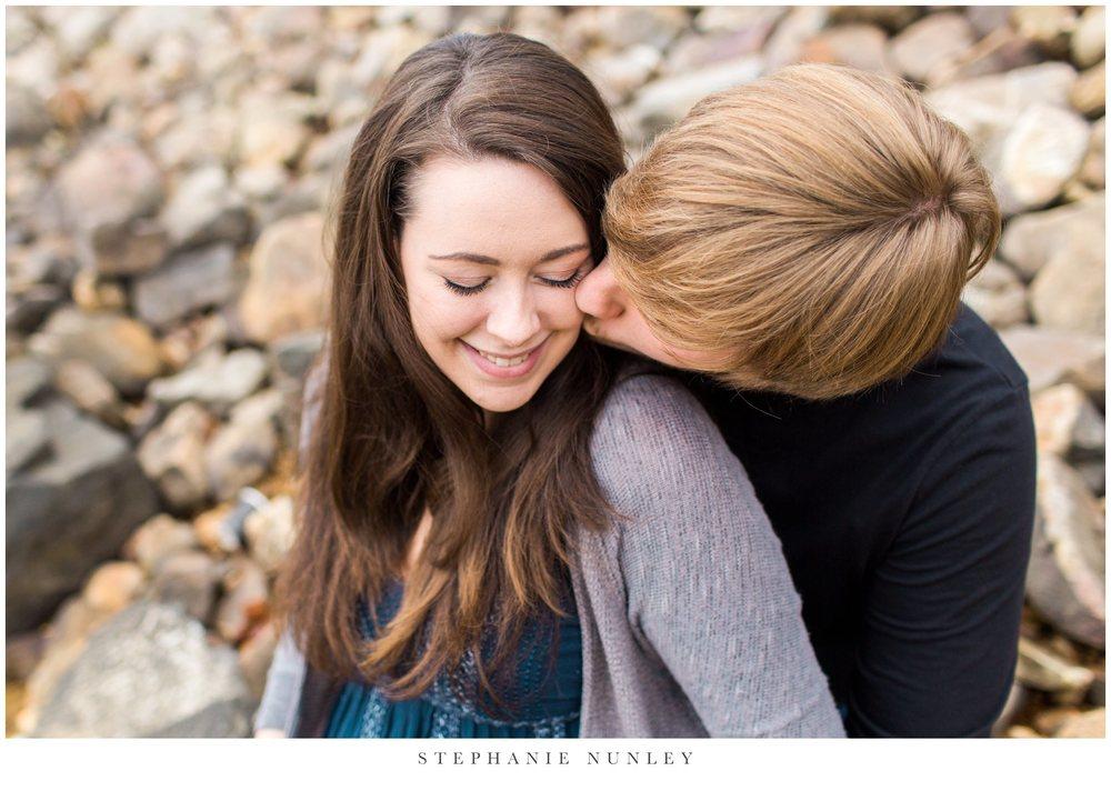 romantic-arkansas-lakeside-engagement-photos-0019.jpg