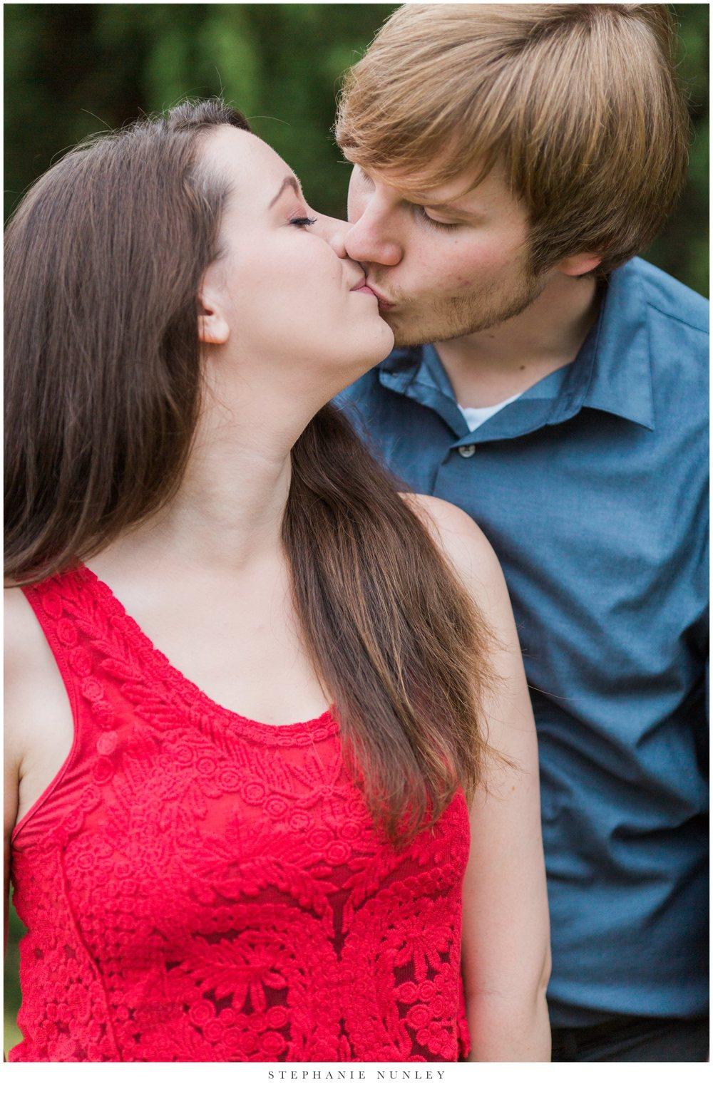 romantic-arkansas-lakeside-engagement-photos-0021.jpg