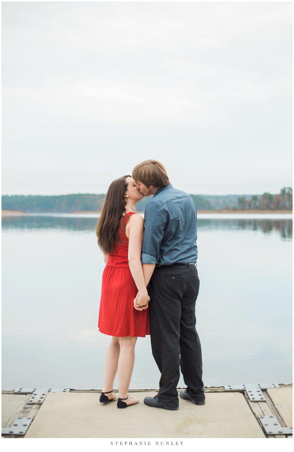 romantic-arkansas-lakeside-engagement-photos-0025.jpg