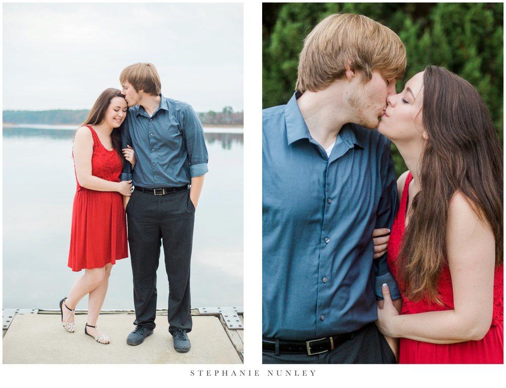 romantic-arkansas-lakeside-engagement-photos-0026.jpg