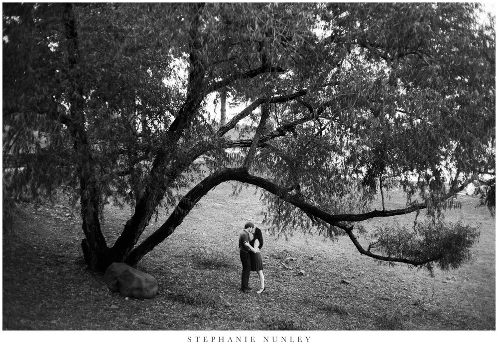 romantic-arkansas-lakeside-engagement-photos-0029.jpg
