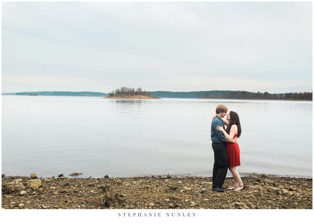 romantic-arkansas-lakeside-engagement-photos-0035.jpg
