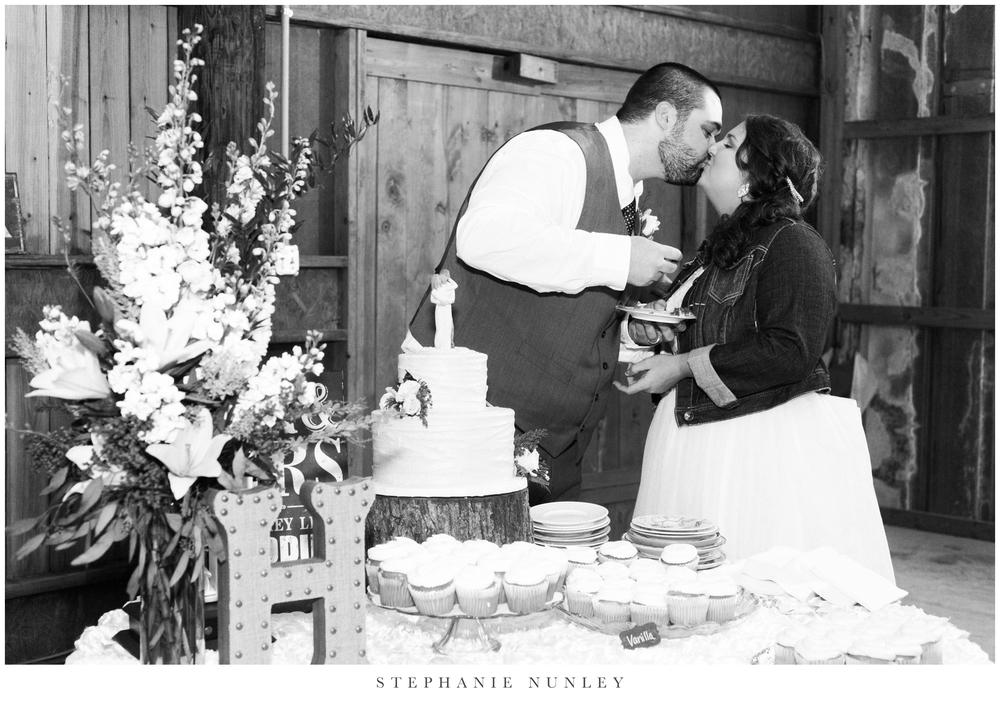 royal-ridge-forest-creek-barn-wedding-photos-0093.jpg
