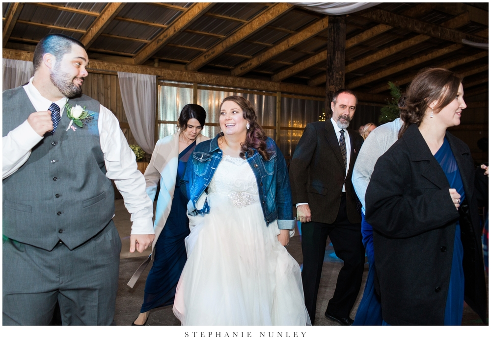 royal-ridge-forest-creek-barn-wedding-photos-0097.jpg