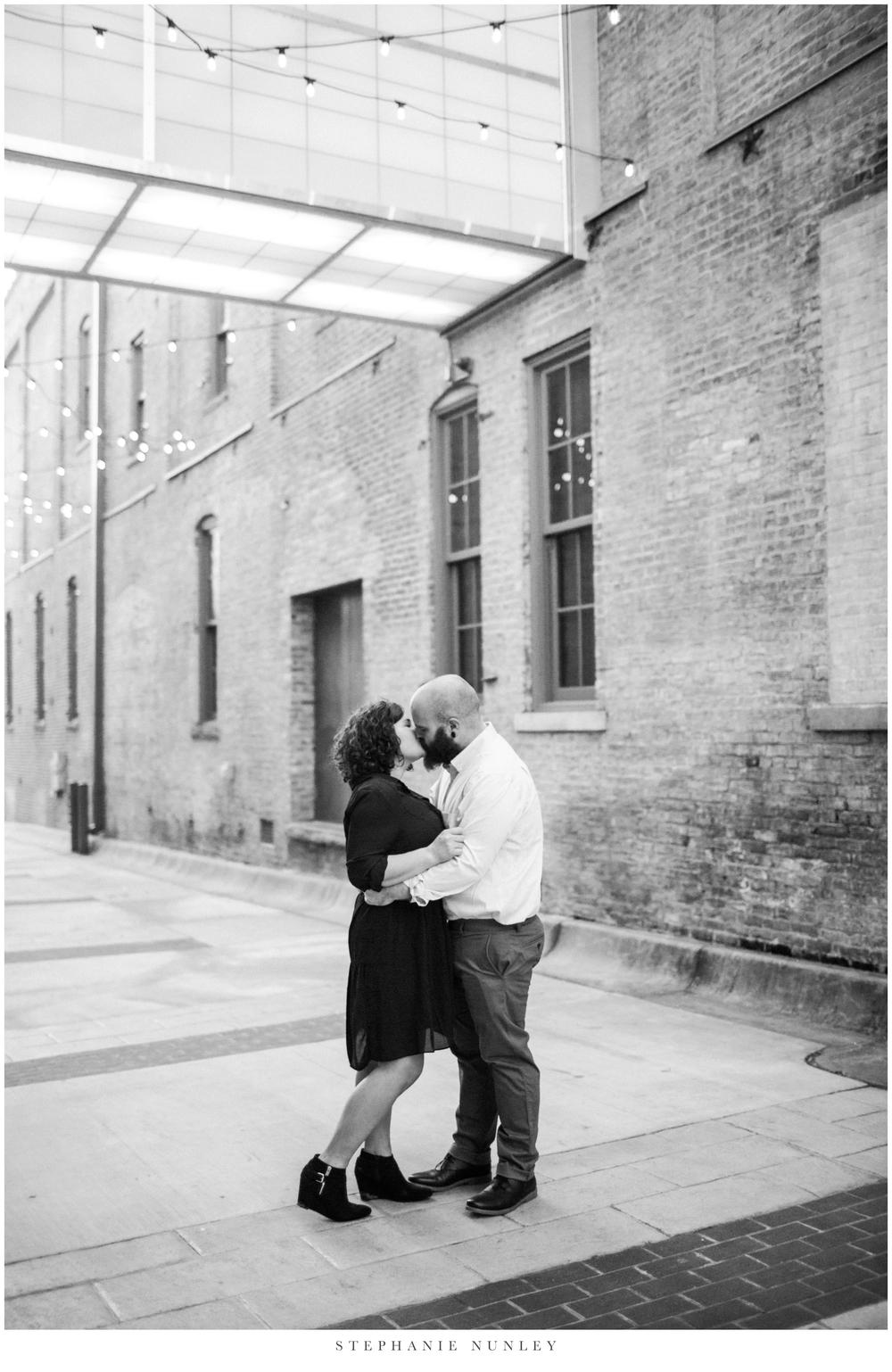 downtown-little-rock-engagement-photos-0031.jpg
