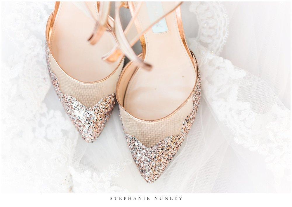 arkansas-wedding-with-lush-wildflower-bouquet-0009.jpg