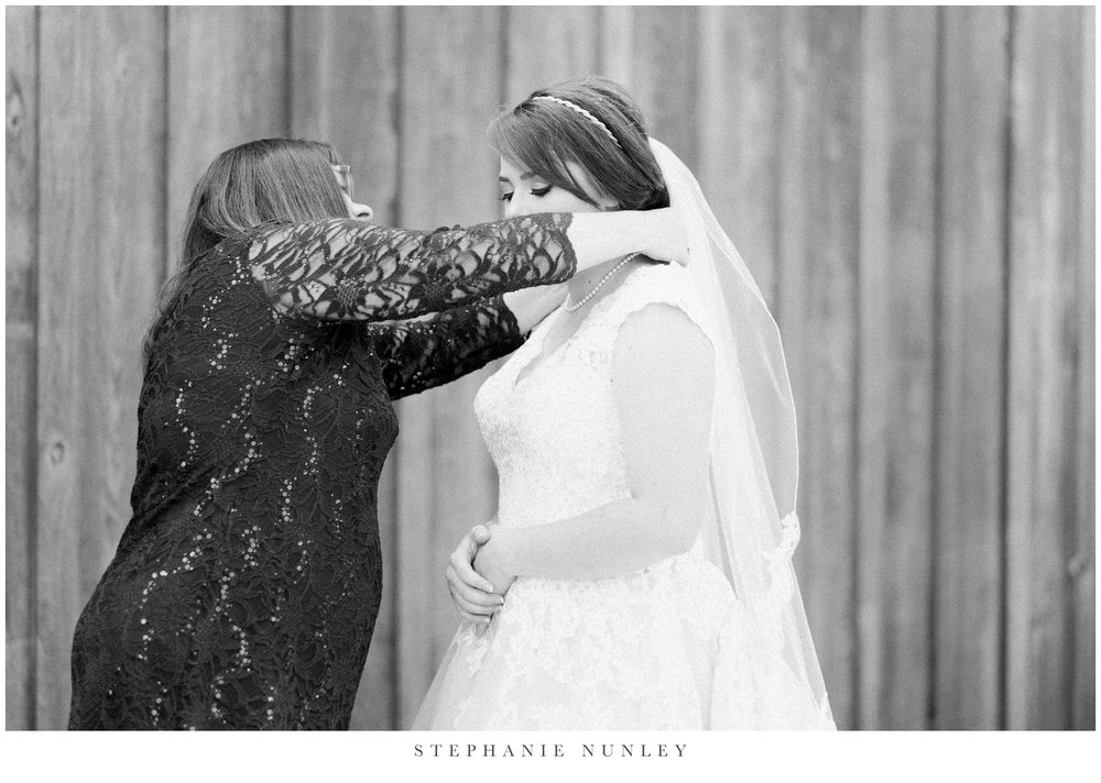 arkansas-wedding-with-lush-wildflower-bouquet-0033.jpg