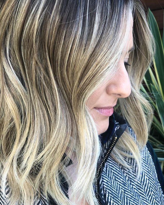 Blondes like this take multiple sessions!! 🙌🏼 // Balayage & Cut: @chelseamhair . . . . . @newvintagebeautylounge @lorealpro @framar @behindthechair_com  @olaplex