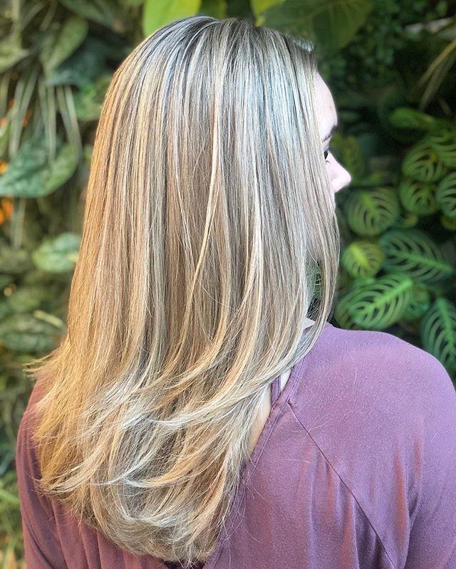 P E R F E C T I O N ☀️ // Color Correction & Cut: @chelseamhair . . . . @newvintagebeautylounge @goldwellus @olaplex . . . . #chelseamhair #newvintagebeautylounge #saulinosmithsalon #portland #portlandhair #portlandbeauty #portlandhairstylist #blondespecialist #portlandblondespecialist #blondespecialist #blonde #iceblonde #ashblonde #pdxhair #pdxhairstylist #pdxbalayage #balayage #highlights #babylights #blondebombshell #colorcorrection #maneaddicts #hairbrained #maneinterest #hairinspo #behindthechair #americansalon #fashion #portlandfashion #oregon #sunkissedhair