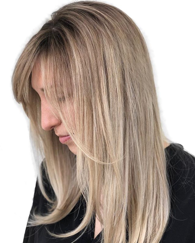 Ice Queen 🌬 —  Beach Babe ☀️ // Color:  @chelseamhair / / / @saulinosmithsalon @wellahair @behindthechair_com @hairbrained_official @modernsalon . . . . . #chelseamhair #newvintagebeautylounge #saulinosmithsalon #losangeles #portlandhair #lalife #portlandhairstylist #blondespecialist #portlandblondespecialist #blondespecialist #blonde #beachblonde #ashblonde #pdxhair #pdxhairstylist #pdxbalayage #balayage #highlights #babylights #btc #rootyblonde #rootsmudge #hairbrained #maneinterest #hairinspo #behindthechair #americansalon #fashion #portlandfashion #santamonica #maneaddicts