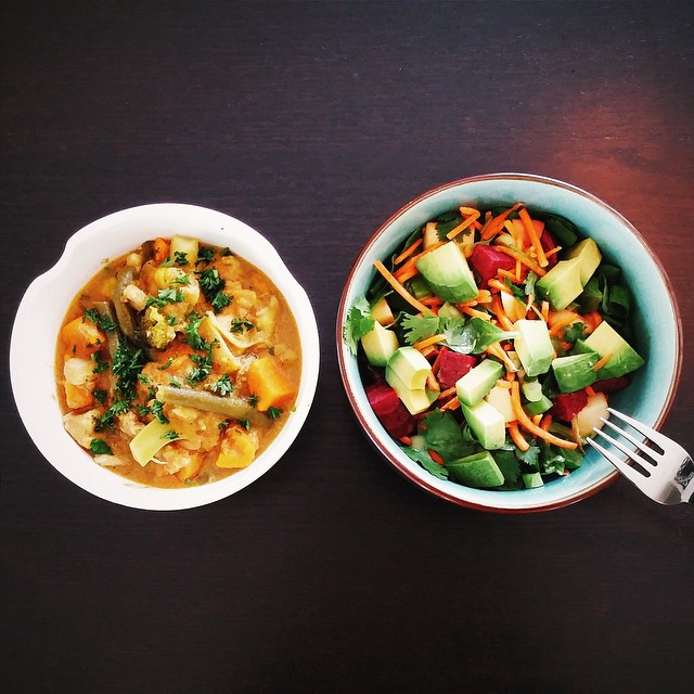 Here are two of my original #doctorauer curry and salad recipes! #healthy #homemade #lunch #foodporn #paleo #aip #autoimmunepaleo #organic #chicken #sweetpotato #cauliflower #broccoli #greenbeans #curry #beet #avocado #apple #mache #salad