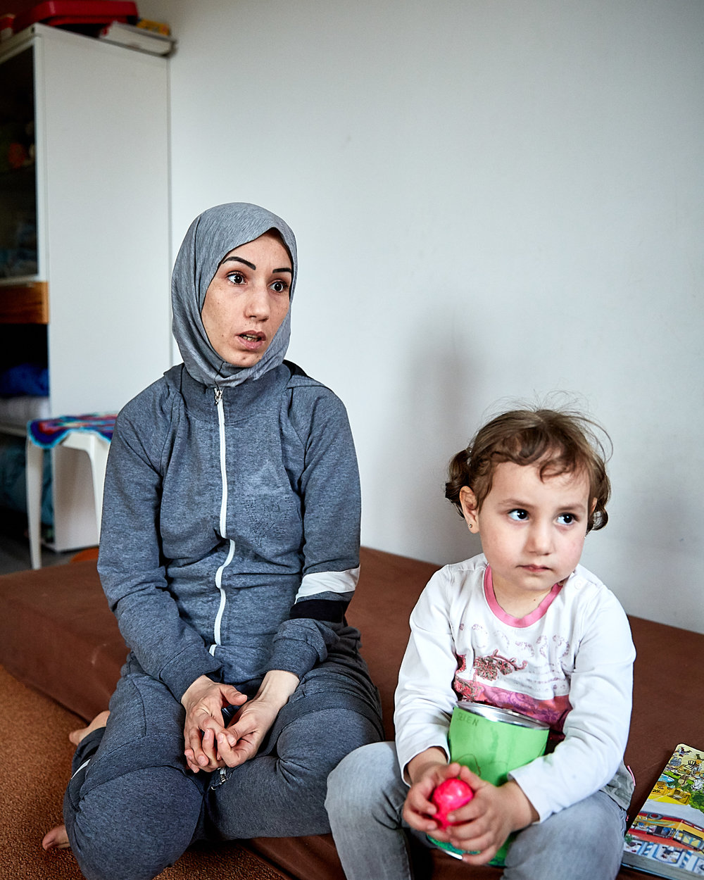 Wafaa Farok, who came from the besieged al-Qadam district of Damascus with her handicapped husband and their two toddlers, is living in dedicated refugee housing in Kaufbeuren and struggling to find permanent housing because of prejudices against renting to refugees