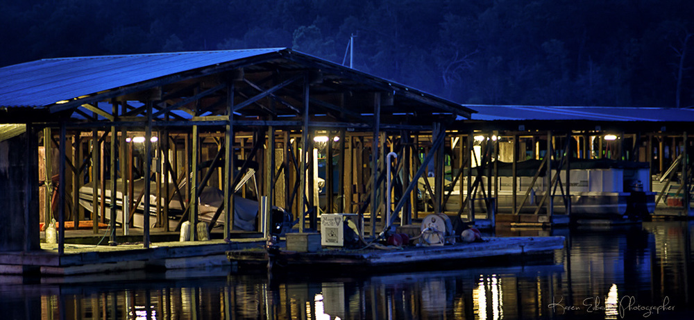 Pontiac_Cove_Marina_Dock_at_night.jpg