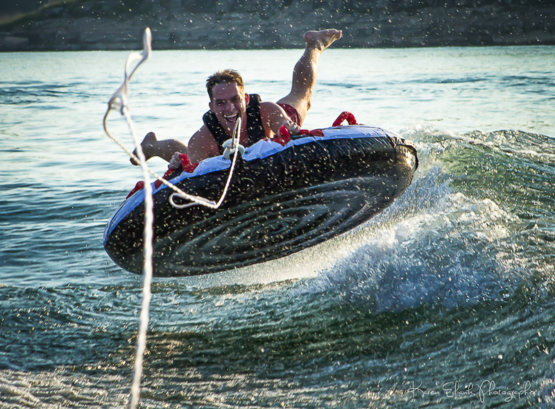 Tubing_on_Bull_Shoals_Lake_near_Pontiac_Cove_Marina.jpg