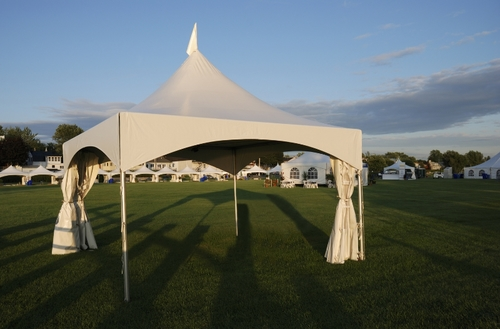 FAIRS & FESTIVALS    With experience in setting up large and small festivals we help   by providing the tents you need.