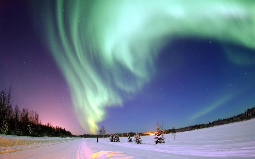 Aurora-Borealis-above-Bear-Lake