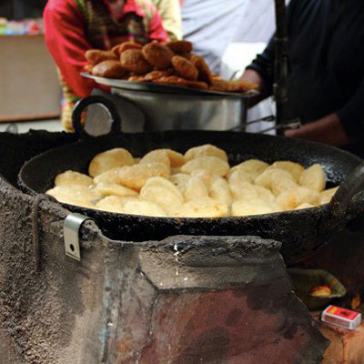 Puris frying in the marketplace