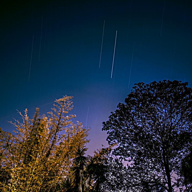 porque ese cielo azul que todos vemos, no es cielo, ni es azul //  jonathan xavier // 190 minutos.