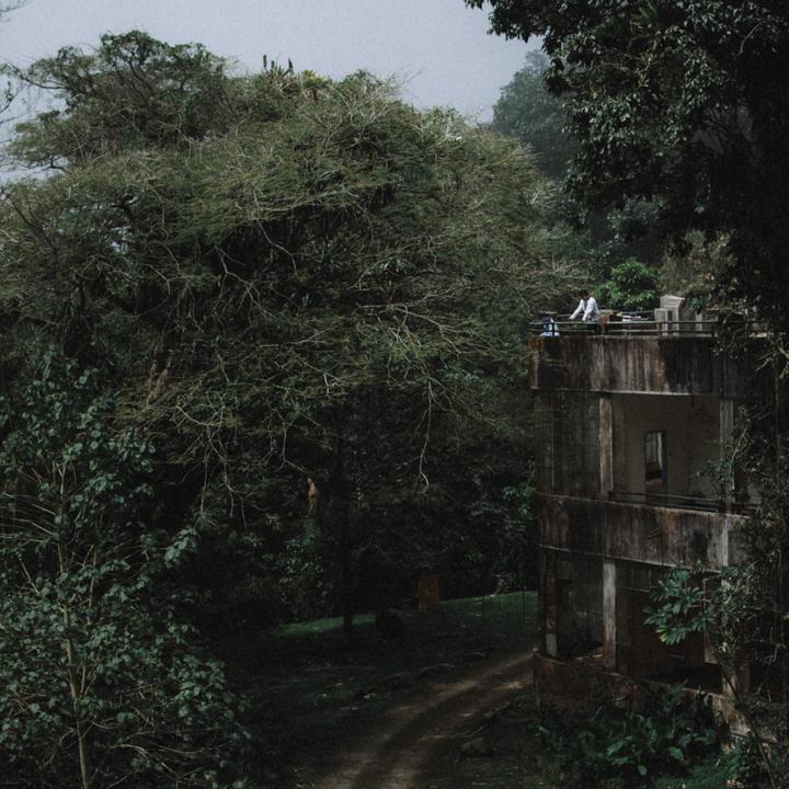"""henri pittier -venezuela : 2015  // ian vildosola // web - instagram    rito : """"es característico de toda cultura el construir un mundo hecho por el hombre, artificial, que se sobrepone al mundo natural en el que el ser humano vive. Pero el hombre puede realizarse únicamente si permanece en contacto con los hechos fundamentales de su existencia, si puede percibir la exaltación del amor y la solidaridad, as"""" como el hecho trágico de su soledad y del carácter fragmentario de su existencia"""". erich fromm, """"la soledad del hombre"""" (1970)."""