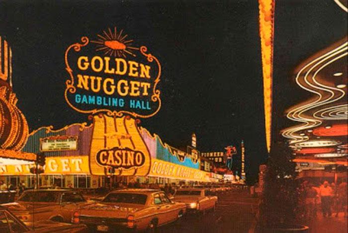 Contaminación visual en la ciudad de las Vegas (extraída del libro Learning from las Vegas) Robert Venturi y Denise Scott Brown