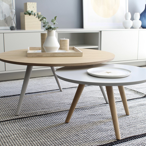 Mesa de centro COREL KENAY HOME Esta mesa de centro de estilo nórdico esta hechaen roble y lacado en gris, pero si no te acaban de convencer los acabados ¡Puedes personalizarla!