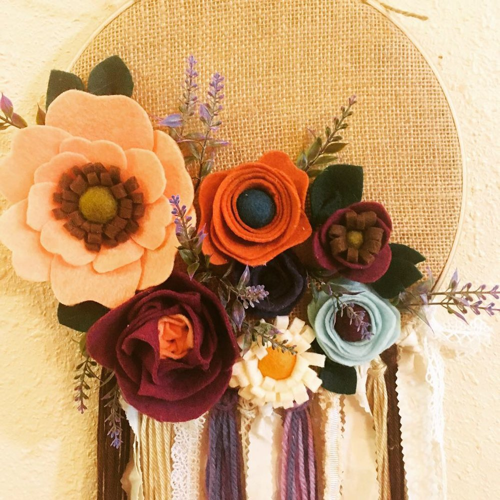 "10"" Felt Flower & Burlap Wall Hanging"