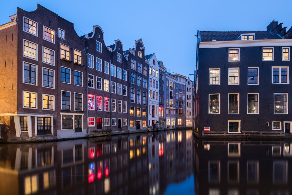 Reflecting houses in the canals of Amsterdam. Sony A7R2 and the Canon 17mm TS-E, used with Metabones Adapter (version 4). All the movements work perfectly. In this example, lens was shifted up to keep the vertical lines straight.