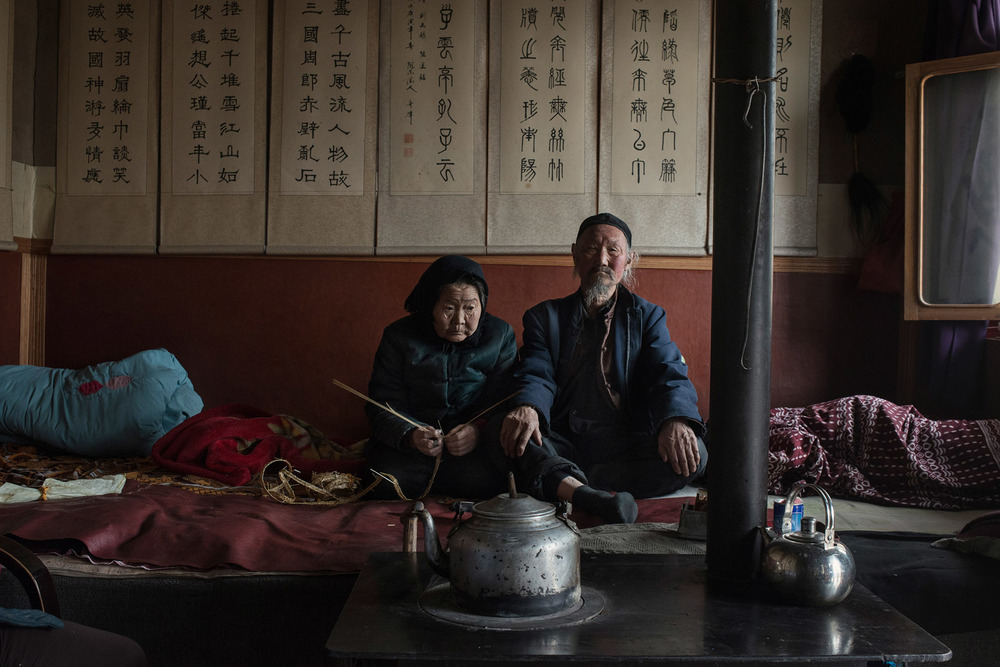 Liu Lucheng, 84 yo, with his wife Yang Fanxiu, 83. They don't have energy any more to take care of their field. Their only son died in 2008.