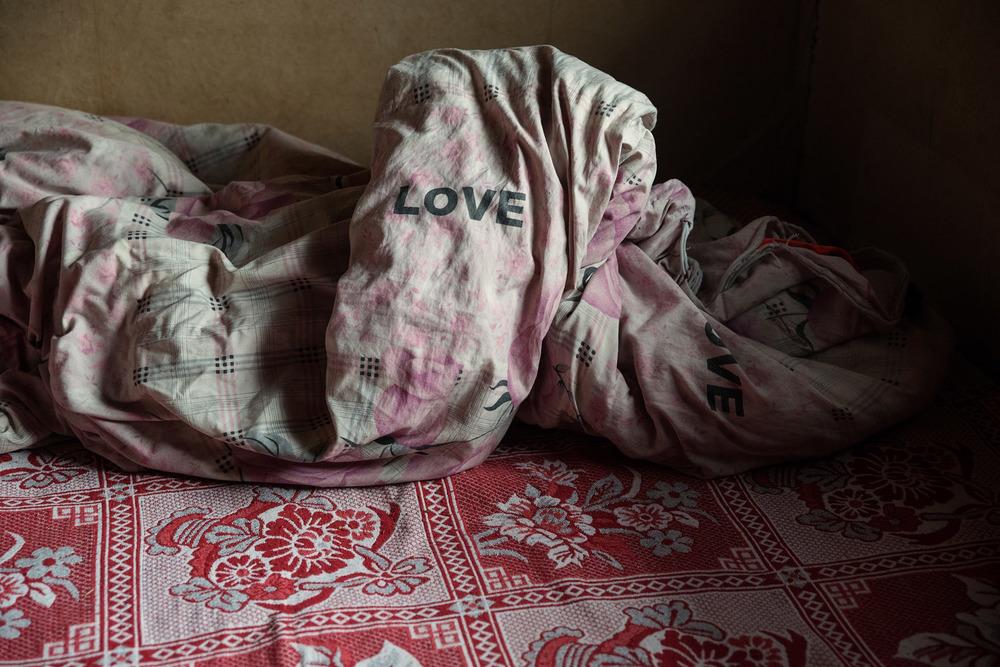 A comforter on Wang Juju's kang.