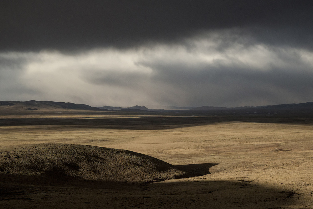 The empty grasslands of the Three Rivers Park on the Tibetan plateau. Grazing is banned in thousands of square miles of this region and nomads are nowhere to be seen. A policy implemented in the name of environment protection, but increasingly challenged by scientists who argue that the threats to the Tibetan plateau ecosystem are the results of climate change, the proliferation of rodents, and pollution from mining activities rather than nomadic pastoralism which is actually beneficial to the soil.