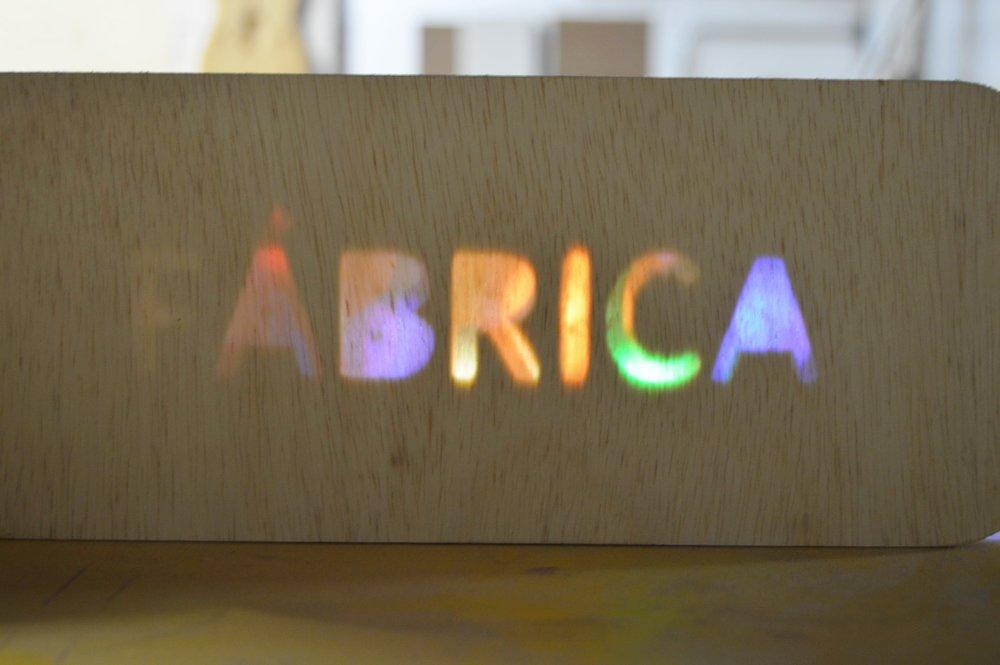Rebaixo de letras em madeira, por Artur V. Cordeiro