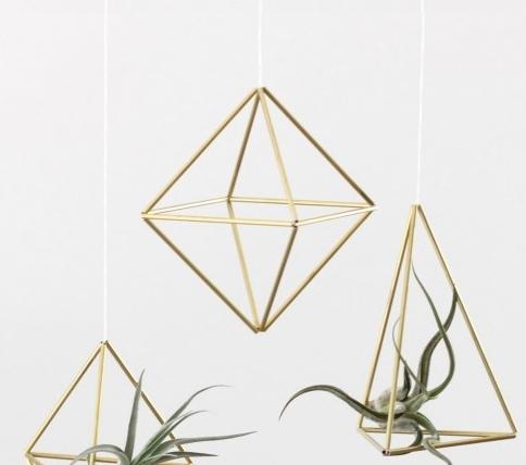 brass himmeli set of three by Hruskaa, Gardenista.jpg