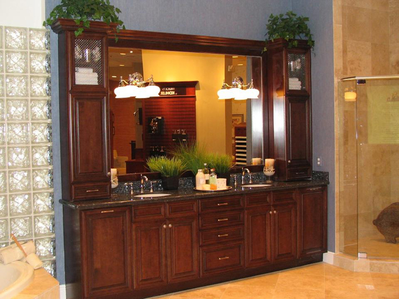 Bath kitchens by murray for Traditional style bathroom vanities