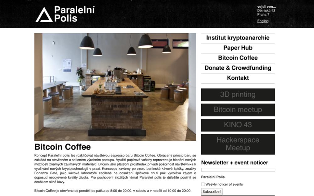 Koncept Paralelní polis lze rozklíčovat návštěvou espresso baru Bitcoin Coffee. Obrácený princip baru se zakládá na otevřeném a sdíleném výrobním postupu. Využití papírové voštiny reprezentuje hledání nových možností známých zajímavých materiálů. - Dělnická 43, 170 00 Praha - Holešovice, Česká republika