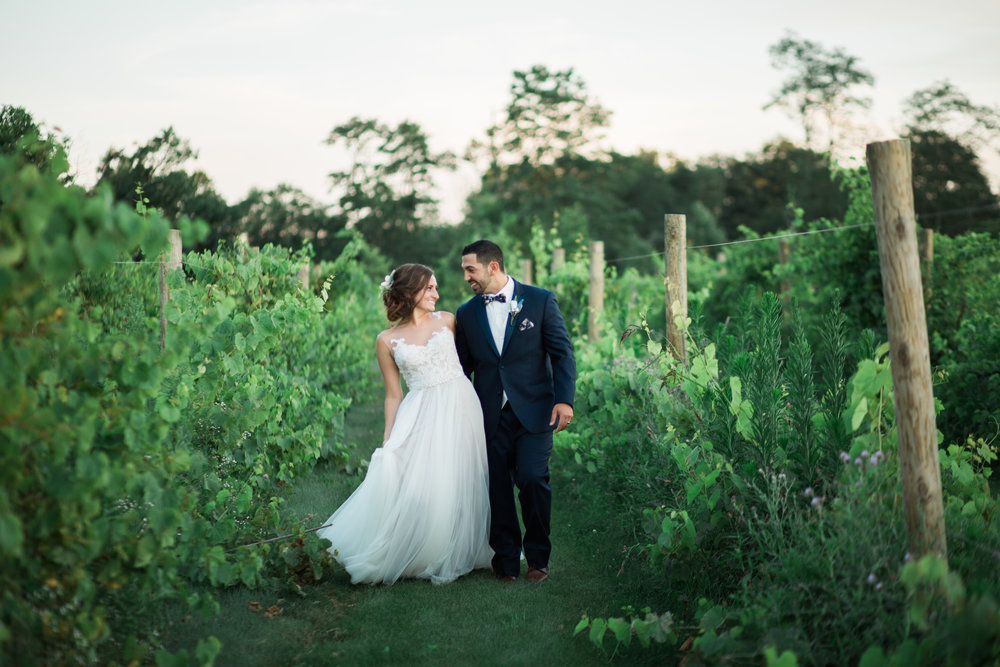 nick-and-martina-pine-lake-vineyards-columbiana-ohio-tracylynn-photography