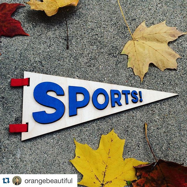 Sport are in the air this weekend in Chicago 🍃⚾️🍂 #Repost from @orangebeautiful ・・・ SPORTS! It's a perfect day in #Chicago for a @ZealousBee1 pennant 🍂⚾️❤️🍁 #cubbies #Cubs #wildcard #sports #pennant #chicagocubs