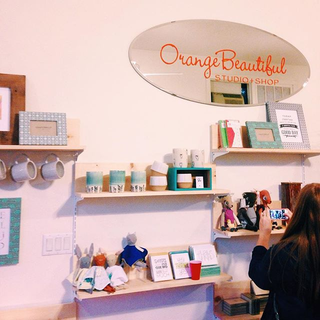 So happy to see @orangebeautiful open and stocked with items from so many talented @showofhandschicago vendors.  P.S. That includes Zealous Bee 😁