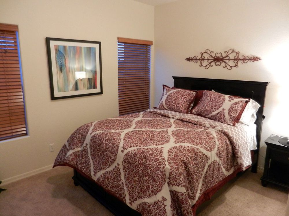 2nd bedroom with queen bed